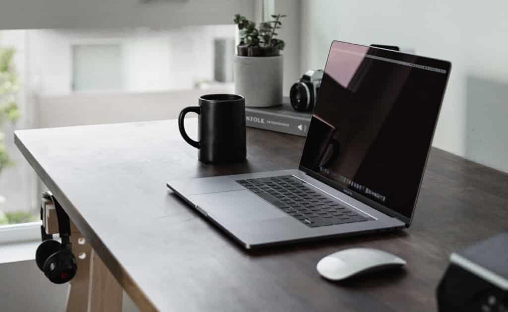 4. Czym jest praca zdalna (home  office)?